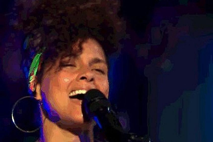 Alicia Keys, celebrity judge and coach on Season 11 of The Voice, without make-up on the reality TV programme.