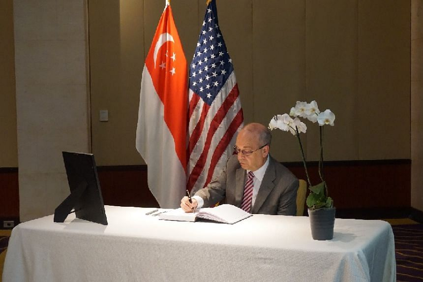 US Assistant Secretary of State for East Asian and Pacific Affairs Daniel Russel signs the condolence book.