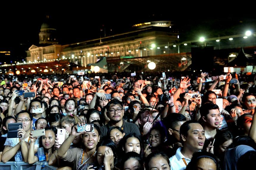 The crowd at the Formula 1 Singapore Airlines Singapore Grand Prix concert on Sept 19, 2015.