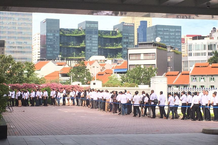 The queue seen outside Parliament House where many are in line to pay their last respects to Mr S R Nathan.