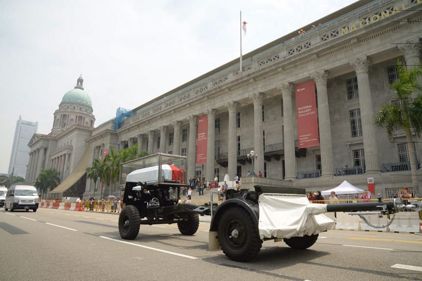 The gun carriage carrying the coffin of the late former president S R Nathan moving past City Hall, on Aug 26, 2016.