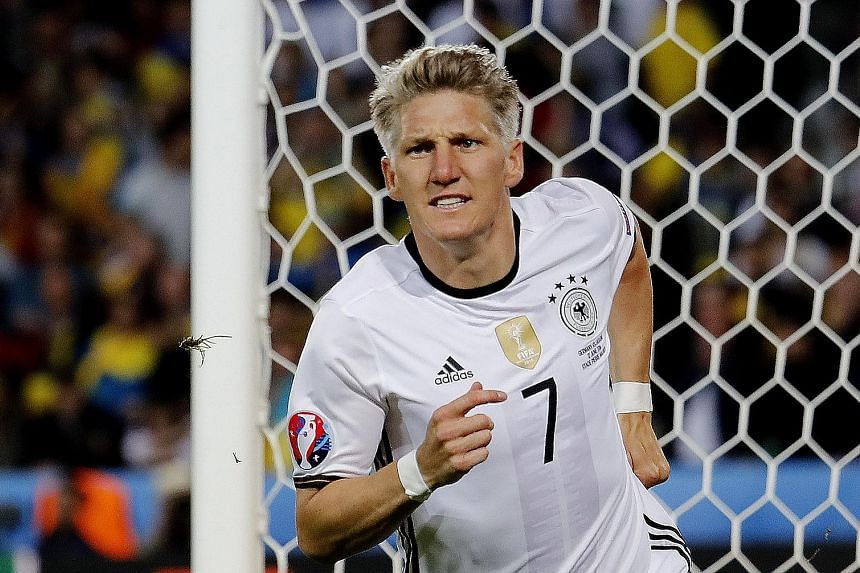The high wages of Bastian Schweinsteiger are preventing the out-of- favour German midfielder from moving on from Manchester United to other clubs.