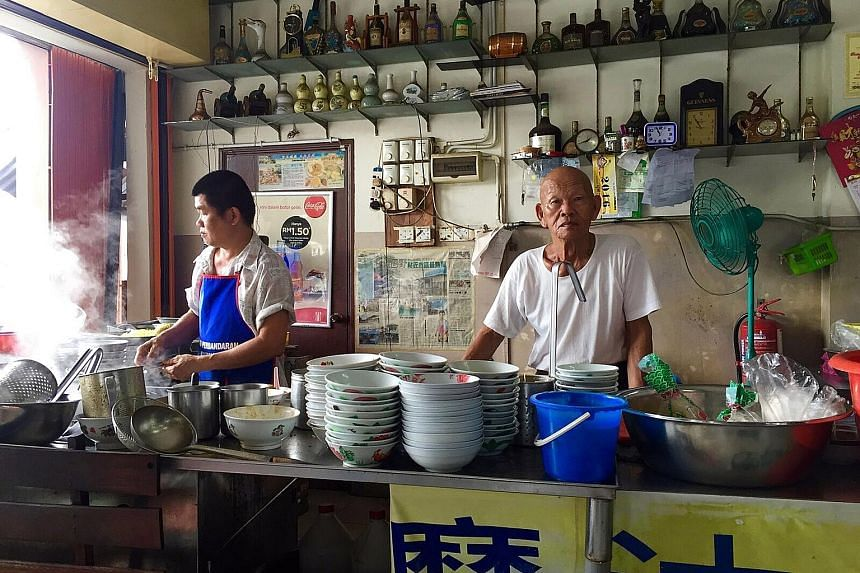 Kluang railway station was once an inland port transporting agricultural goods and military assets during British rule. Kluang's famous curry noodle shop has been operating for over 50 years. The owner has passed his recipe down to his children. Klua