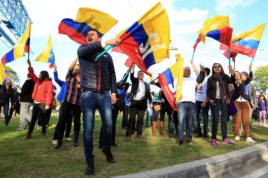 Supporters of the peace process welcomes Colombian government representatives for the peace talks with the Revolutionary Armed Forces of Colombia (FARC) iupon their arrival in Bogota, Colombia.