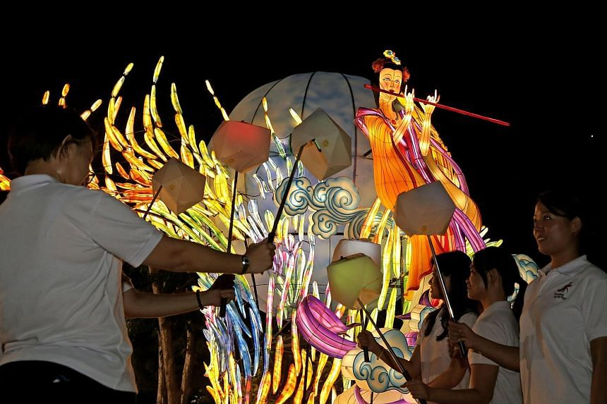 Seven large lantern sets will light up Gardens by the Bay this Mid-Autumn Festival. Visitors will be able to interact with the installations by attaching their smartphone to a selfie stick and covering it with a casing designed by lecturers from the
