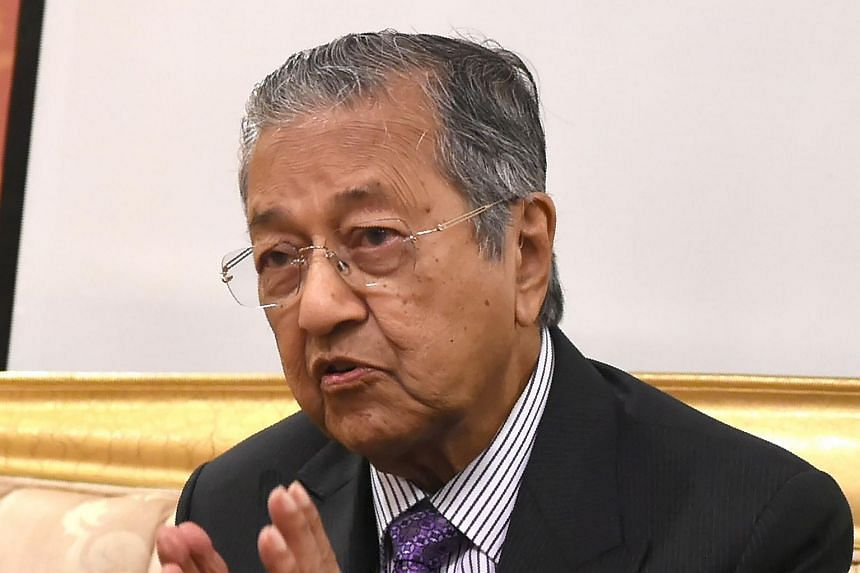 Former Malaysian PM Mahathir Mohamad talking to the media during a visit to Jakarta on July 25, 2016.