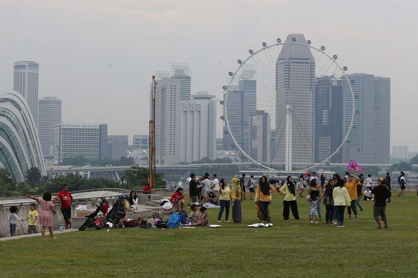 People take part in outdoor activities at Marina Barage on Aug 27, 2016, despite the haze.