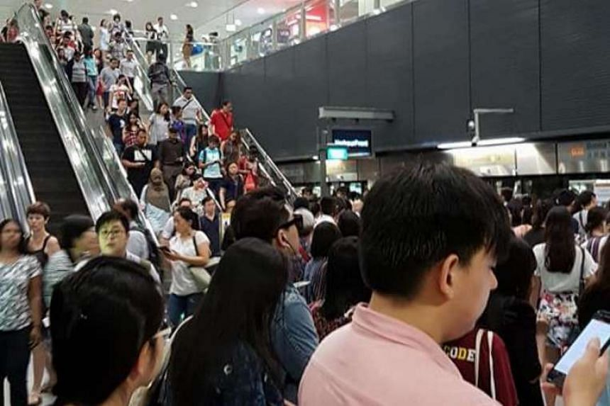 The crowd on the Circle Line train platform at Buona Vista MRT station on Wednesday (Aug 31) morning.