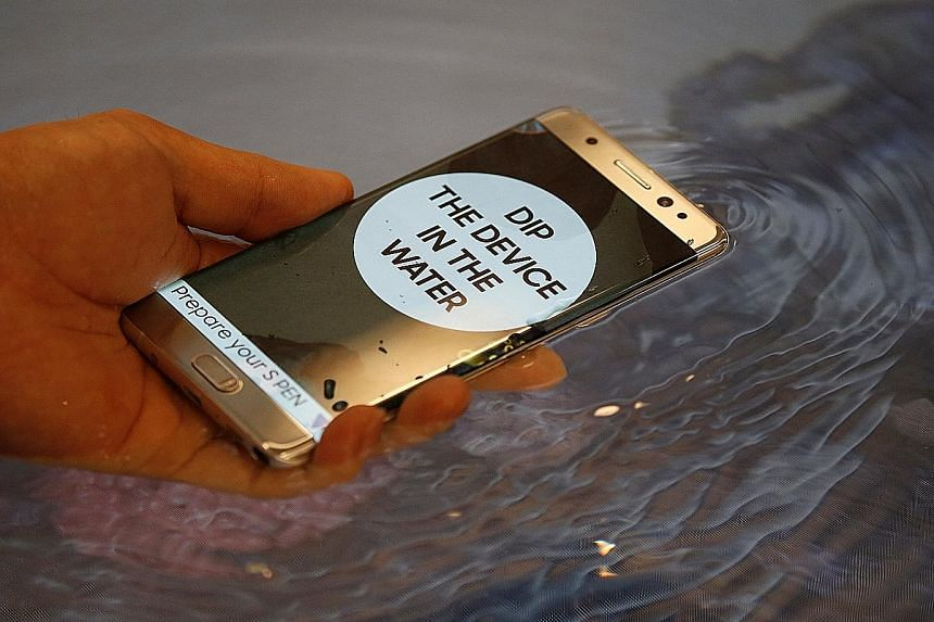 A demonstration of the waterproof feature of the Galaxy Note7 during its launch in Seoul on Aug 11. Shipments of the smartphone have been delayed for quality control testing, and shipments to South Korea's top three mobile carriers have been halted,