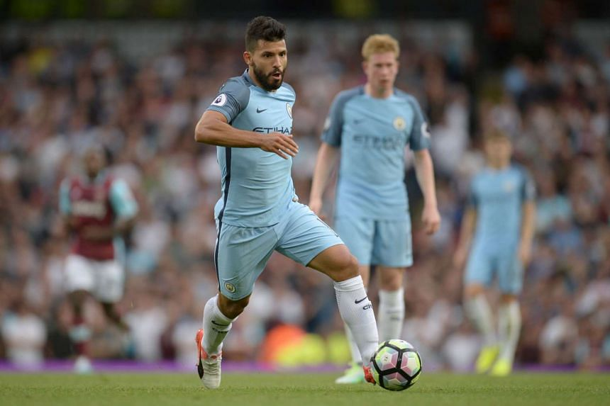Aguero runs with the ball during the match against West Ham United  on Aug 28, 2016.