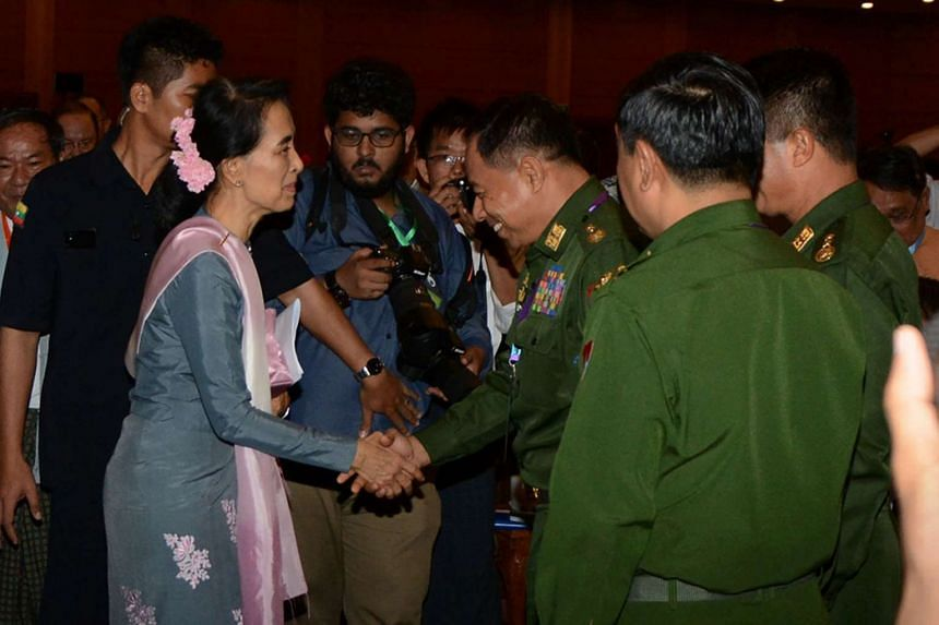 Ms Suu Kyi greeting military delegates at the end of the peace conference in Naypyidaw.