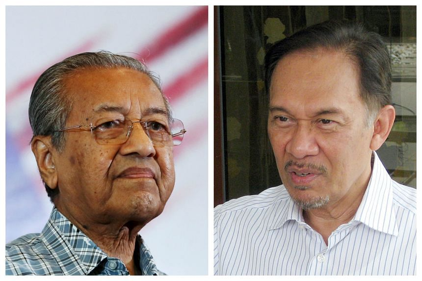 Malaysian former prime minister Mahathir Mohamad (left) attended Anwar Ibrahim's application to challenge the National Security Council Act 2016 on Sept 5, 2016.