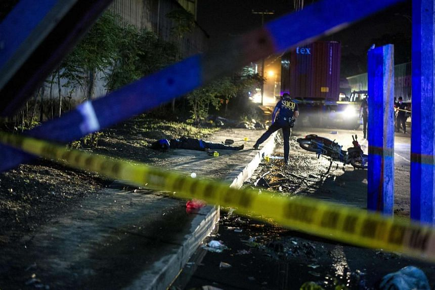 Investigators working at the scene where two suspects were shot dead following a shoot-out with police in Manila on Aug 28, 2016.