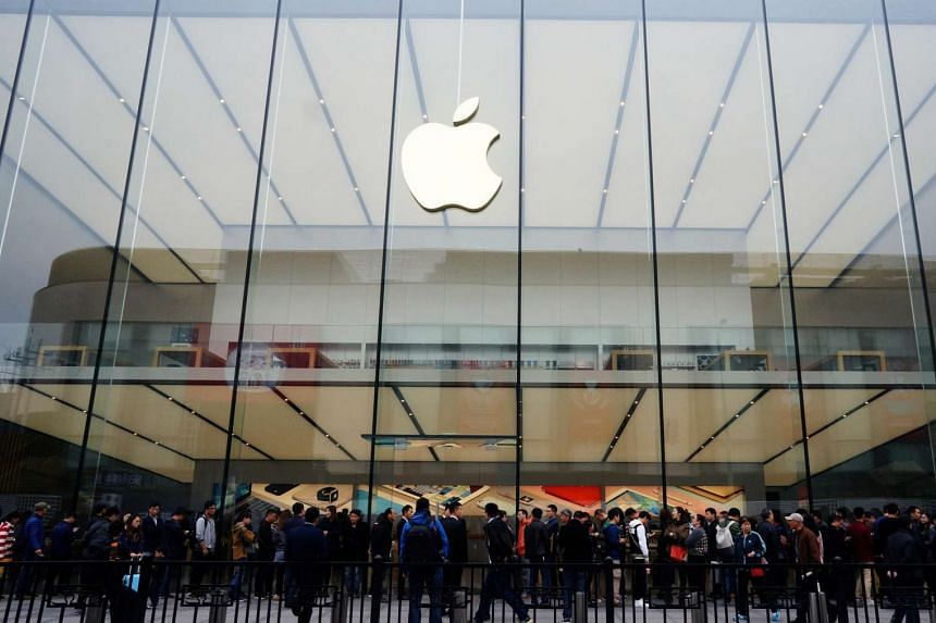 People line up outside an Apple store in Hangzhou, Zhejiang province, China on March 31, 2016.