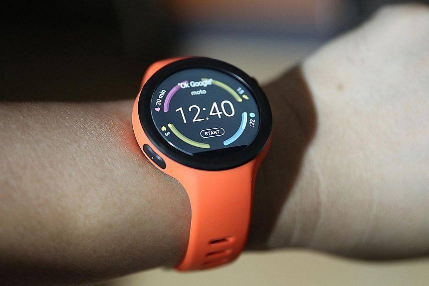 The Motorola Moto 360 Sport comes in three colours and features a single-piece silicone construction, which is supposedly resistant to fading and staining, and does not absorb perspiration. The Sport also has built-in GPS, something not found in many
