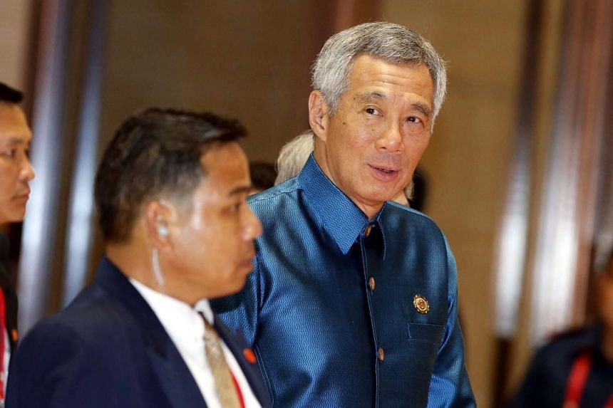 Singapore Prime Minister Lee Hsien Loong (right) arrives at the gala dinner of the Asean Summits in Vientiane on Sept 7 2016.