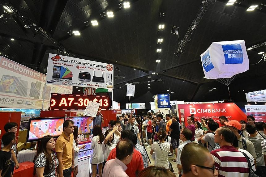 At last year's Comex 2015, the exhibition halls were so packed on one of the days that ushers had to temporarily stop people from accessing levels 4 and 6 for about 15 minutes to ease congestion.