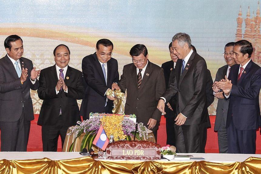 (From left) Thai Prime Minister Prayut Chan-o-cha, Vietnam's PM Nguyen Xuan Phuc, China's Premier Li Keqiang, Laos PM Thongloun Sisoulith, Philippine President Rodrigo Duterte, Singapore's PM Lee Hsien Loong, Brunei's Sultan Hassanal Bolkiah (behind