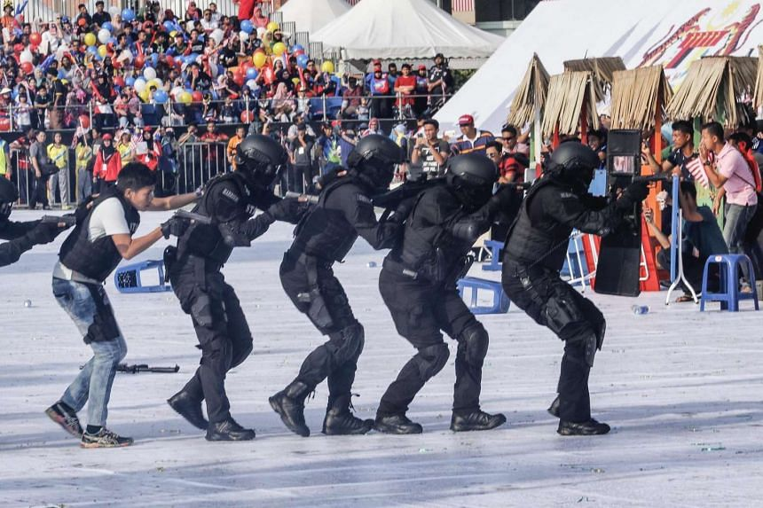Malaysian Special Force police members demonstrate their skills during the Independence Day celebrations in Kuala Lumpur, Malaysia, Aug 31 2016.