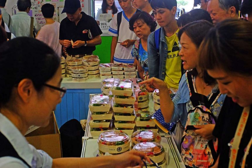 Visitors line up to buy the Taiwan Railway lunch boxes during the 2016 Taiwan Culinary Exhibition in Taipei on Aug 5, 2016.