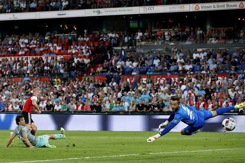 Feyenoord Rotterdam player Dirk Kuijt (center) scores the equalizer during the Dutch Eredivisie match against Excelsior in Rotterdam, the Netherlands, on Aug 27.