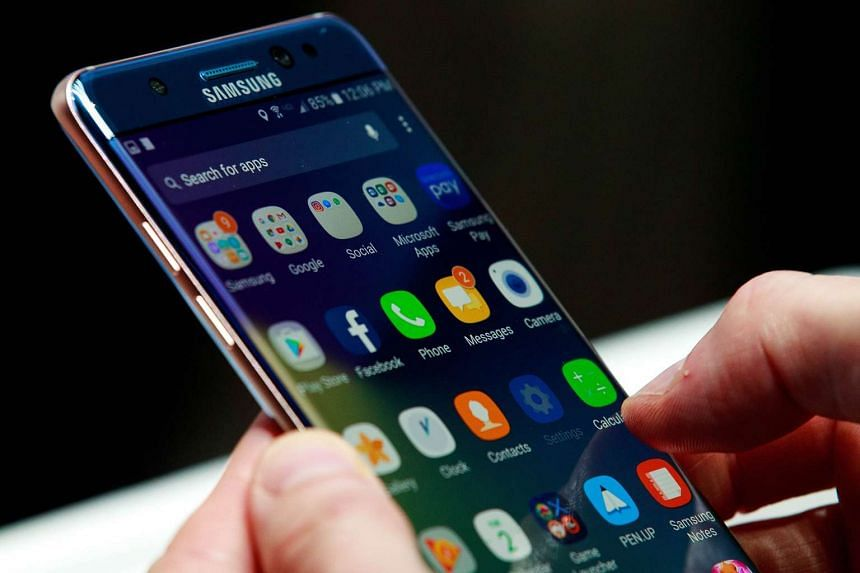 A man holds a Samsung Galaxy Note 7 during a launch event Aug 2, 2016, in New York City.