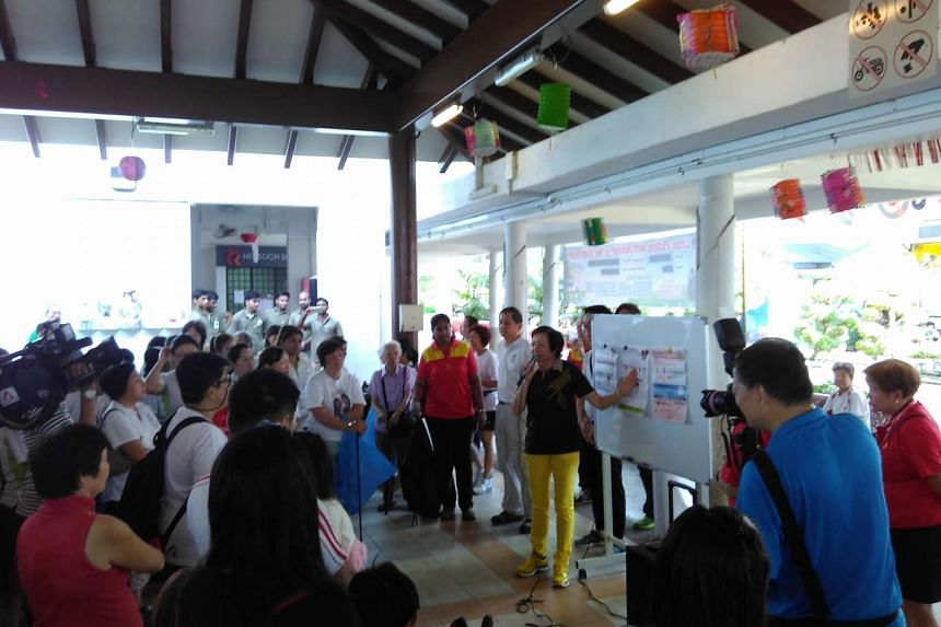 Nee Soon GRC MP Lee Bee Wah speaking with residents about the Zika virus on Sept 11, 2016.