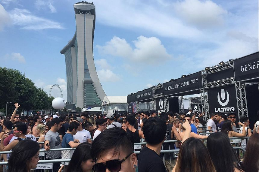 The crushing queues outside the festival grounds of Ultra Singapore on Sept 10, 2016 at Bayfront Ave.