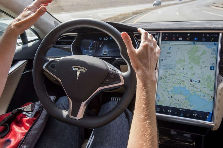 A reporter test-driving a Tesla Motors Model S equipped with Autopilot in Palo Alto, California, on Oct 14, 2015.