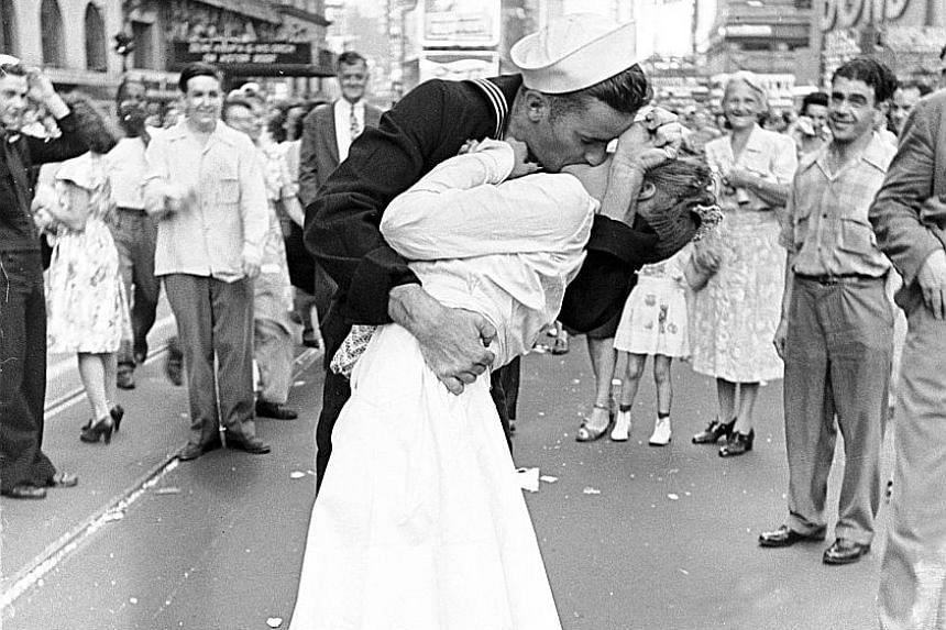 This is an outtake of the famous photograph of an American sailor kissing a nurse in Times Square in August 1945.