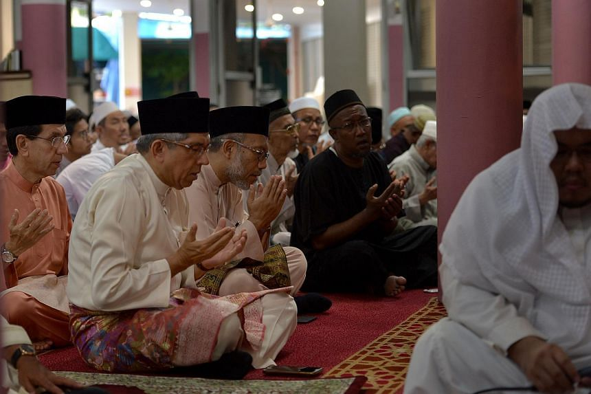 Minister-in-charge of Muslim Affairs Yaacob Ibrahim participating in a prayer session at the En-Naeem Mosque on Sept 12, 2016.