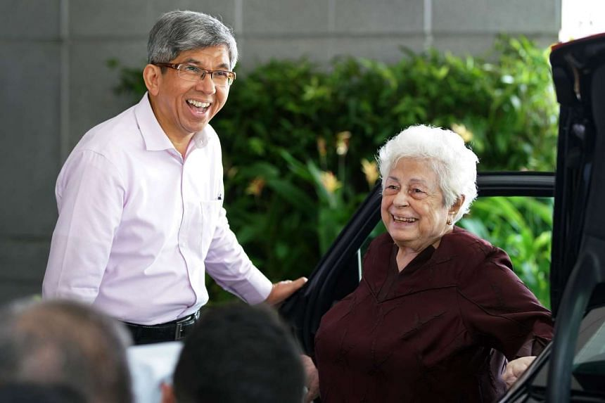 Minister Yaacob Ibrahim interacting with Mrs Nathan (centre) on Sept 13, 2016.