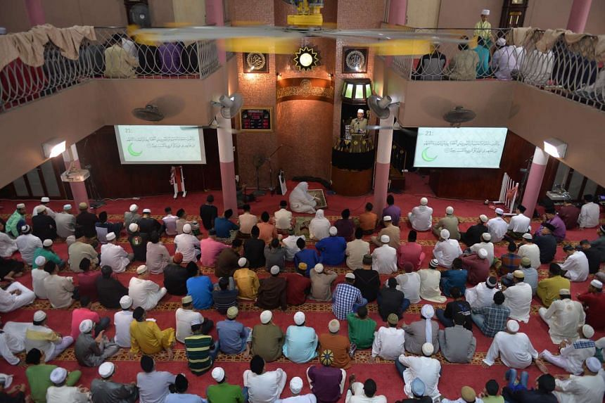 Mufti of Singapore, Dr Mohamed Fatris Bakaram, delivering the sermon at En-Naeem Mosque on Sept 12, 2016.