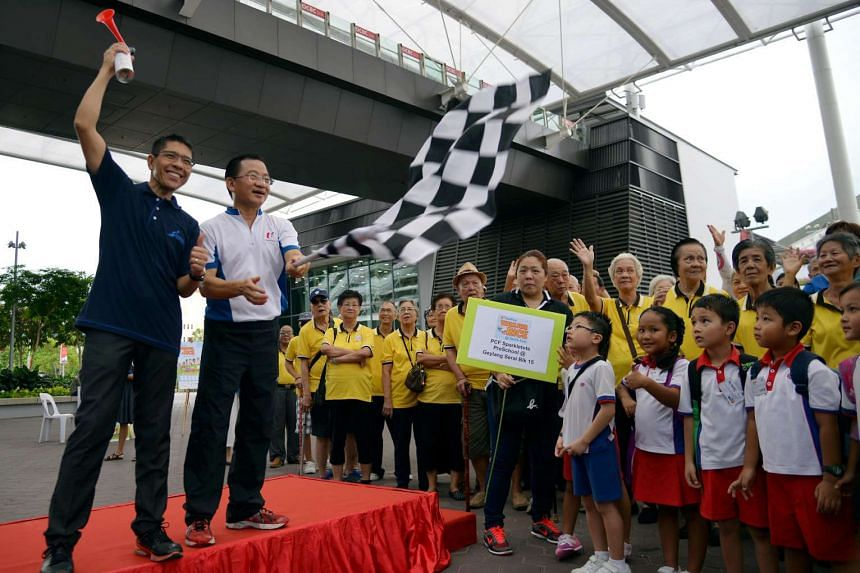 Dr Maliki Osman (left) and Mr Seah Kian Peng (second left) flagging off the FairPrice Walk For Rice @ South East on Sept 14, 2016.