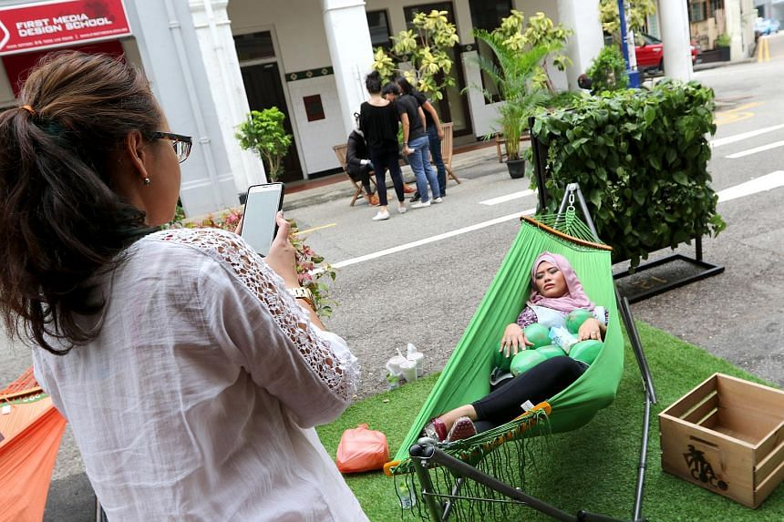 A hammock for passers-by to take a rest was one of the activities on Park(ing) Day 2015.