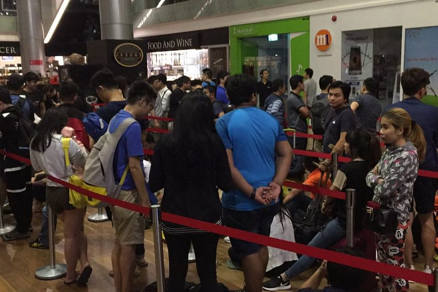 People queueing for the sale of iPhone 7 at Ion Orchard on Sept 16, 2016.