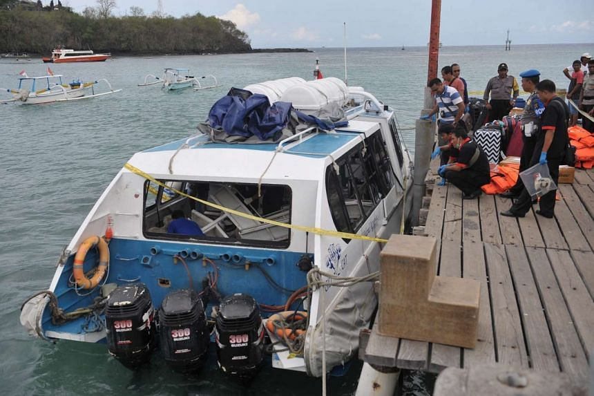 Indonesian police investigate the exploded tourist boat at Padang Bai port in eastern Bali, Indonesia on Sept 15, 2016.