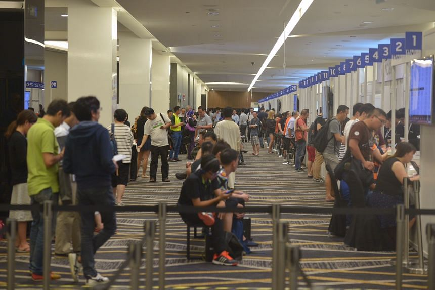 People queueing at the Suntec Singapore Convention and Exhibition Centre for the exchange programme of the Samsung Galaxy Note7 on Sept 16, 2016.