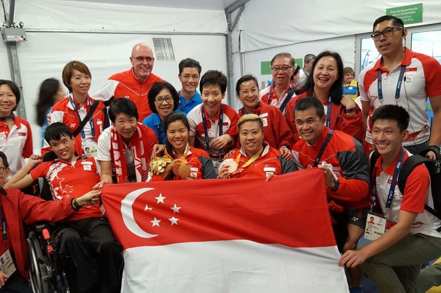 Yip Pin Xiu, Theresa Goh and Team Singapore supporters on Sept 15, 2016.