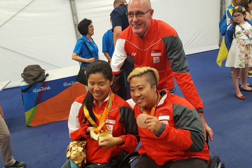 Mick Massey (centre) Theresa Goh (right) and Yip Pin Xiu celebrate with their medals on Sept 15, 2016.