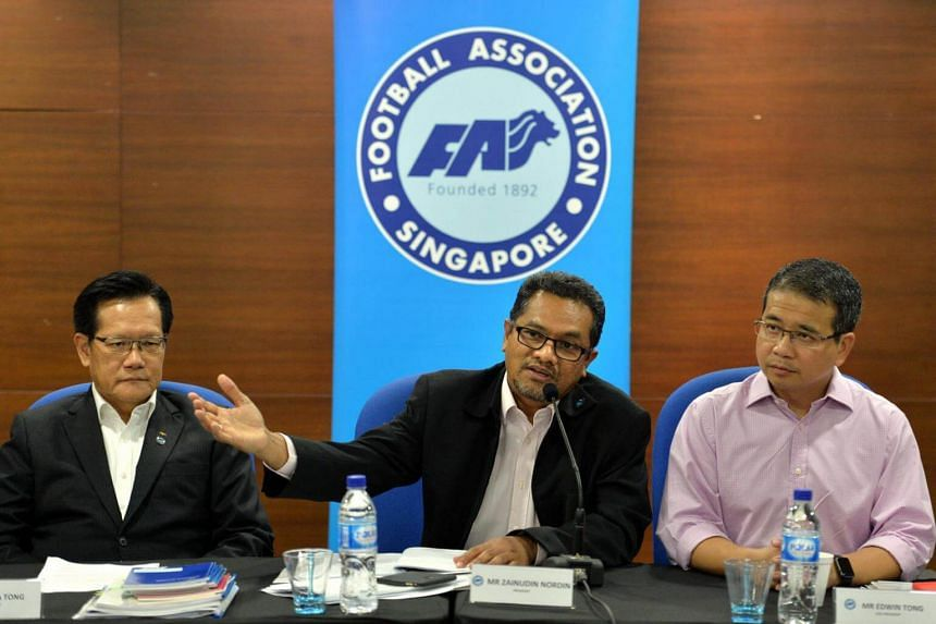 FAS president Zainudin Nordin (centre) flanked by his vice presidents Lim Kia Tong (left) and Edwin Tong on Dec 29, 2015.