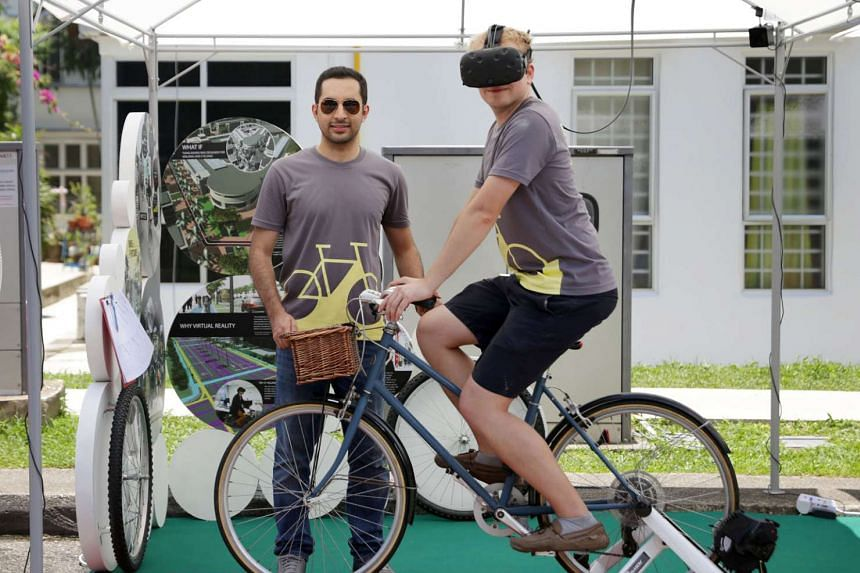 Researchers Mohsen Nazemi (left) and Jonas Kupferschmid will get feedback from Bike to the Future participants.