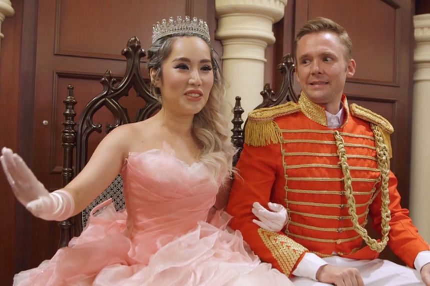 Xiaxue and her American engineer husband Mike Sayre on the show.