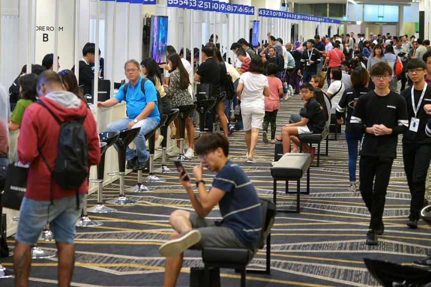 Samsung Galaxy Note7 owners yesterday at Suntec Singapore Convention and Exhibition centre where 90 counters had been set up for the exchange of their smartphones.