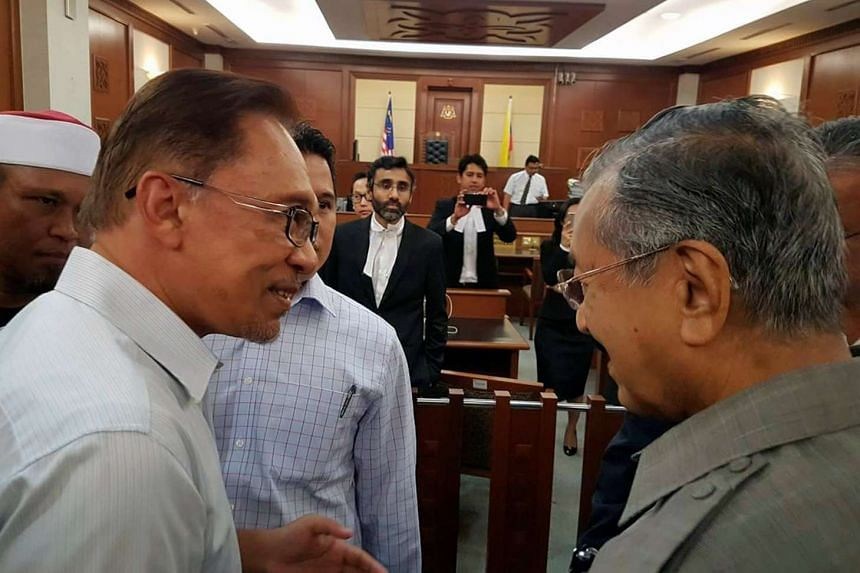 Malaysia's former prime minister Mahathir Mohamad (right) and Anwar Ibrahim met at a high court in Kuala Lumpur on Sept 5, 2016.