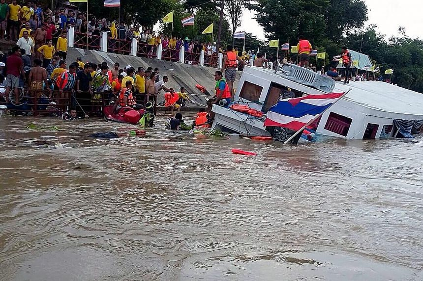 Rescuers helping survivors after a boat accident yesterday on the Chao Phraya River in Ayutthaya. The ferry had been carrying 150 Muslim Thai passengers who were returning from a religious trip. At least 12 people were killed and dozens injured. Sear