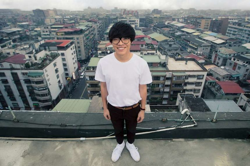Taiwanese singer-songwriter Crowd Lu's new record, What A Folk!!!!!!, reflects a more mature world view.