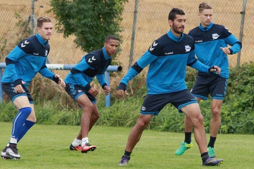 Alaves players take part in a training session on Sept 16.