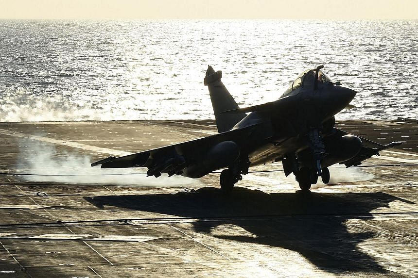 India has signed a formal agreement to buy 36 Rafale fighter jets from France's Dassault for a reported €7.9 billion.