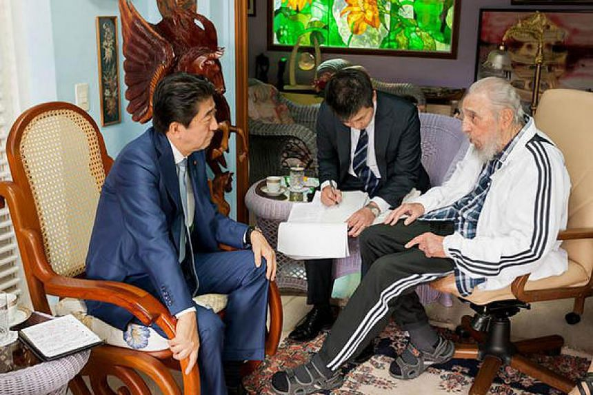 Fidel Castro (right) is seen during a meeting with Japanese Prime Ministro Shinzo Abe (left), in Havana, on Sept 22, 2016.